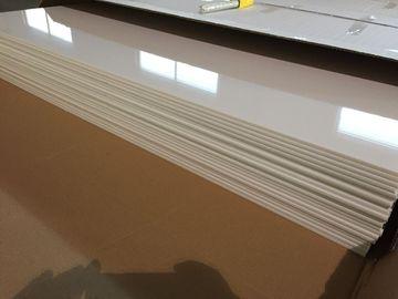 চীন আইভরি হোয়াইট পিভিসি ছাদ প্যানেলস প্লাস্টিক ছাদ টাইলস রক্ষা চকচকে তেল 603 মিমি x 1210 মিমি পরিবেশক